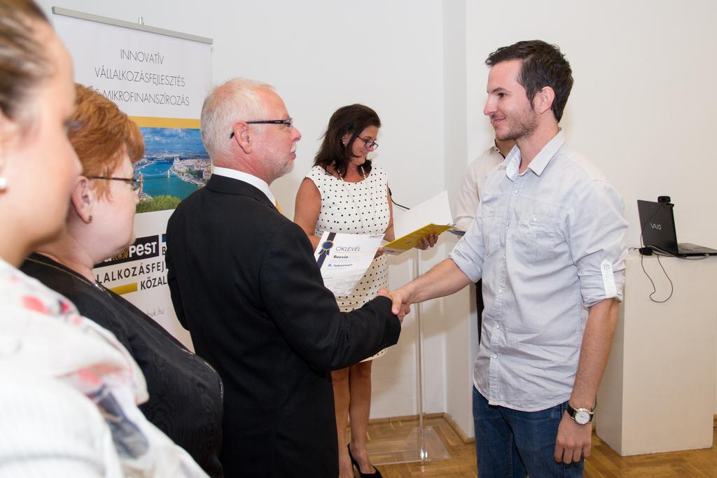 Kristóf Mihály a BE SMART verseny díjátadóján